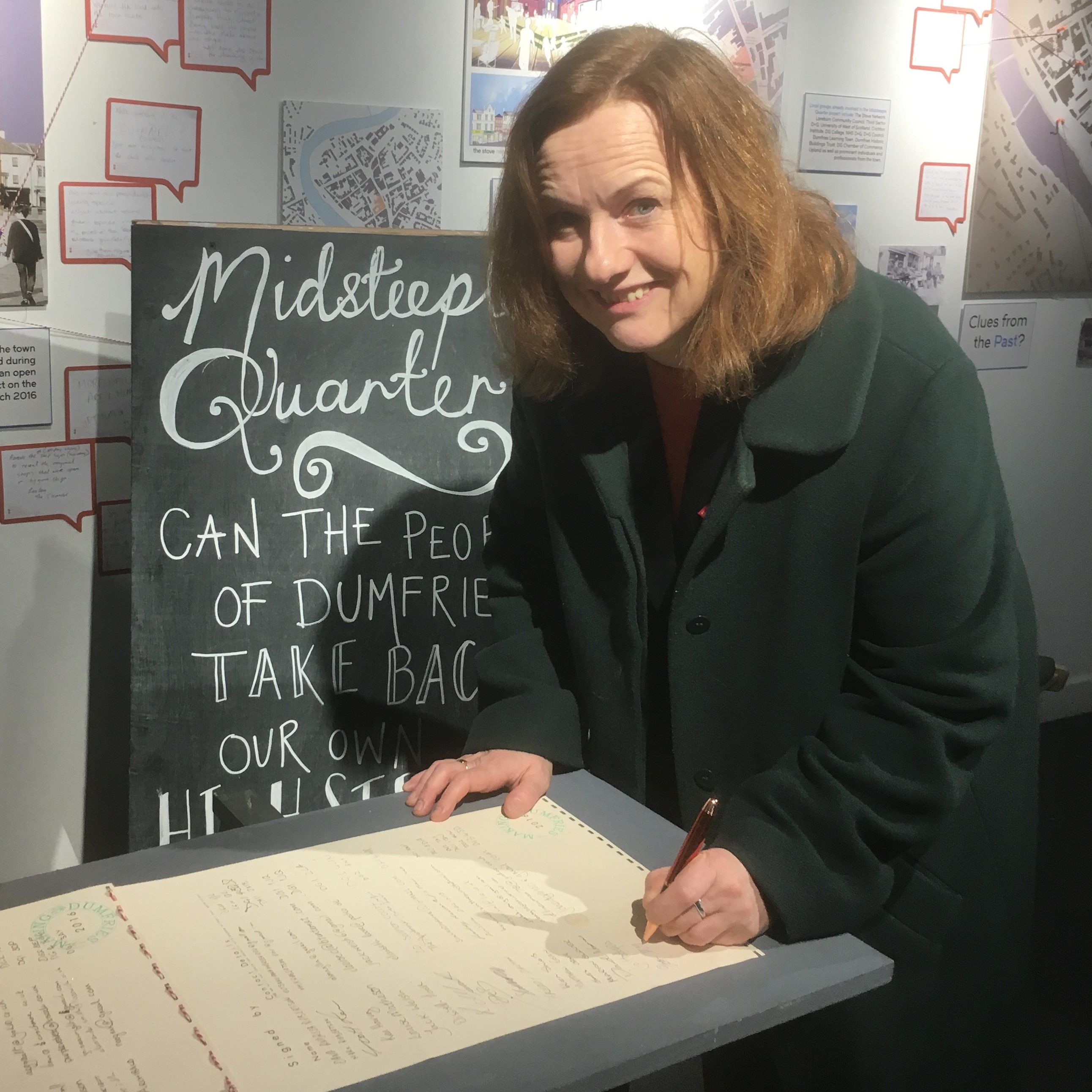 Joan_McAlpine_signing_The_Stove's_'Dumfries_Pledge'_2.jpg