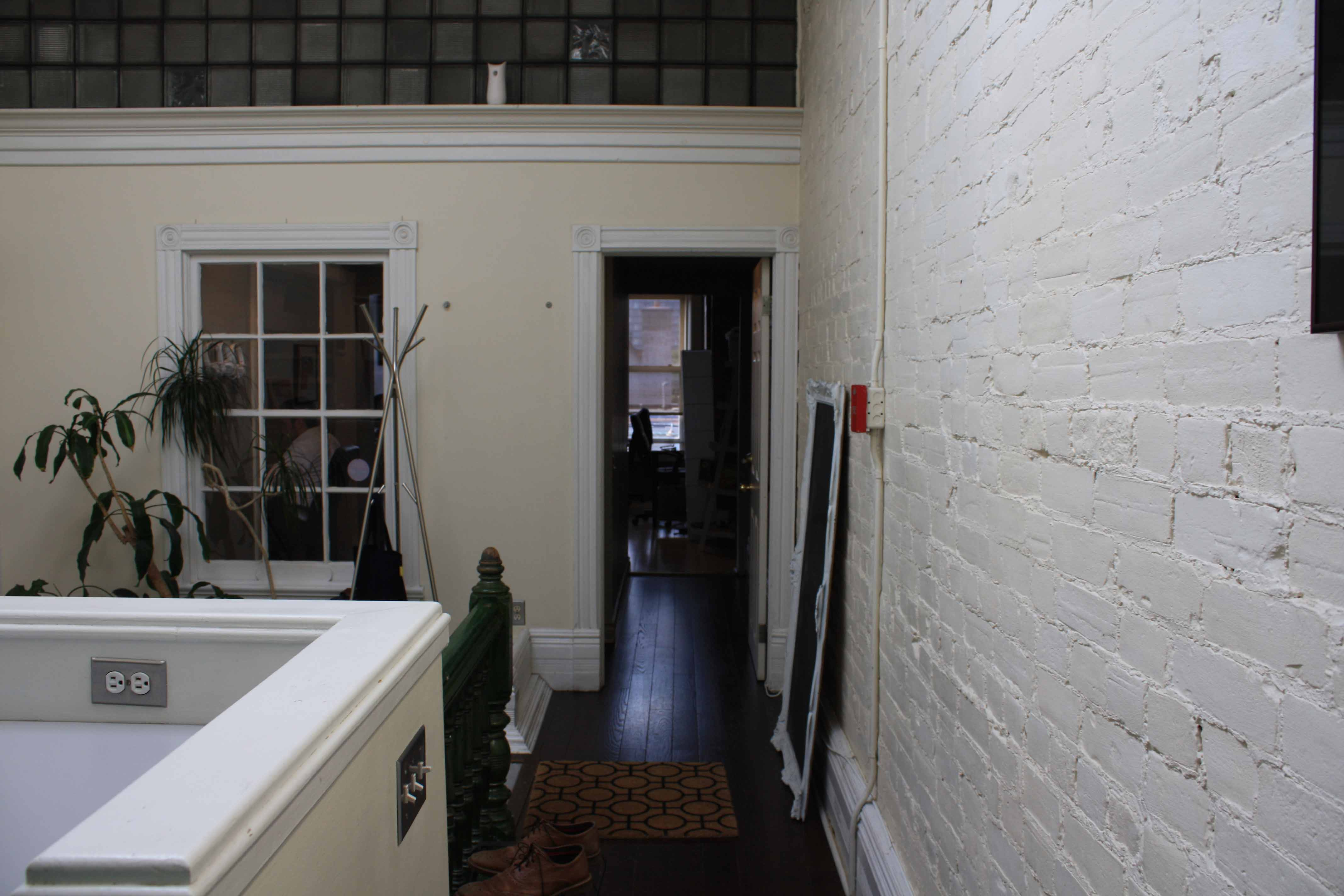 5entrance_hallway.jpg
