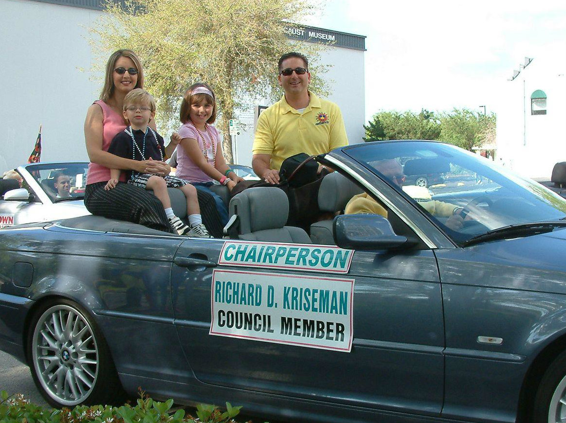 Councilchair-with-family.jpg