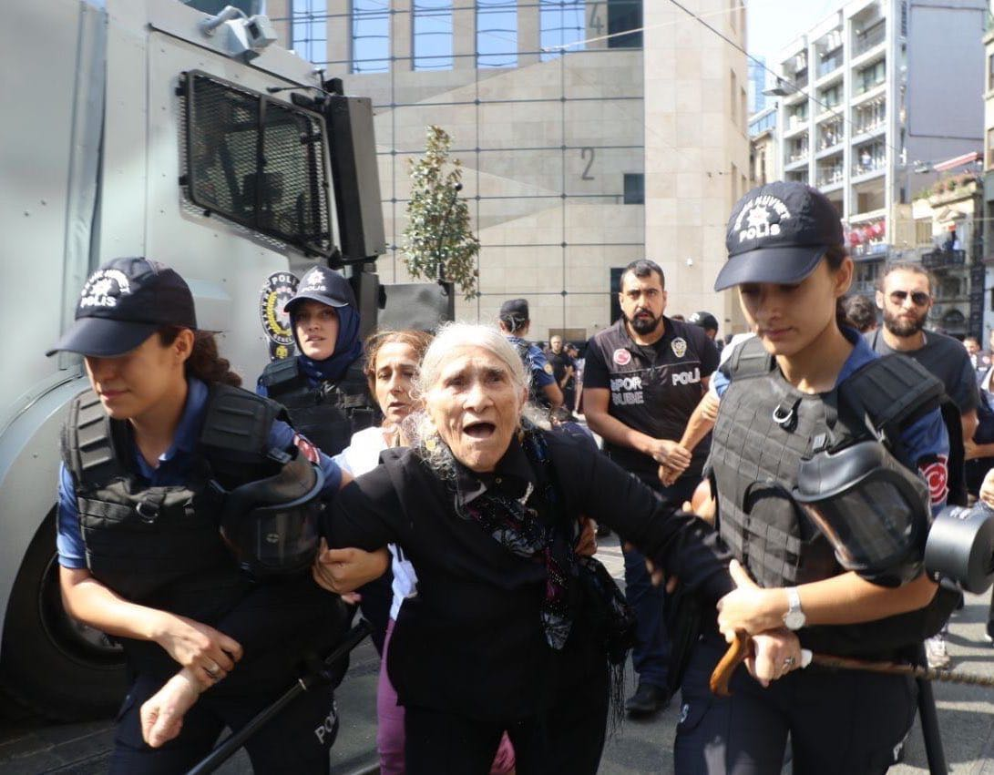 Emine Ocak manhandled by authorities Photo credit: Hayri Tunç