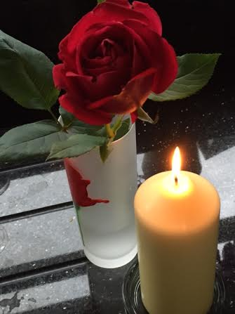 Rose_and_candle_1.jpg