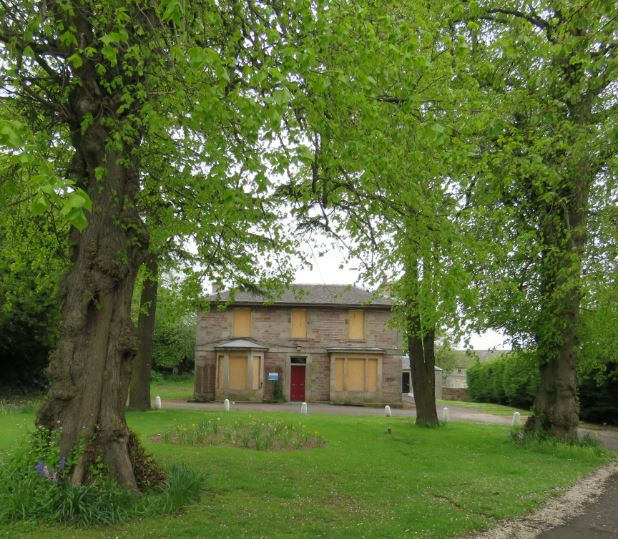 Comiston_Farm_House._Trees.JPG