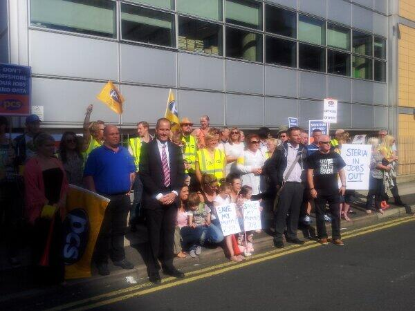 Bill Esterson MP backs PCS strikers in their fight to safeguard jobs from privatisation of part of Ministry for Justice