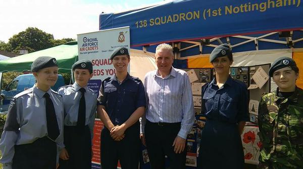 Vernon_and_138_squadron.jpg