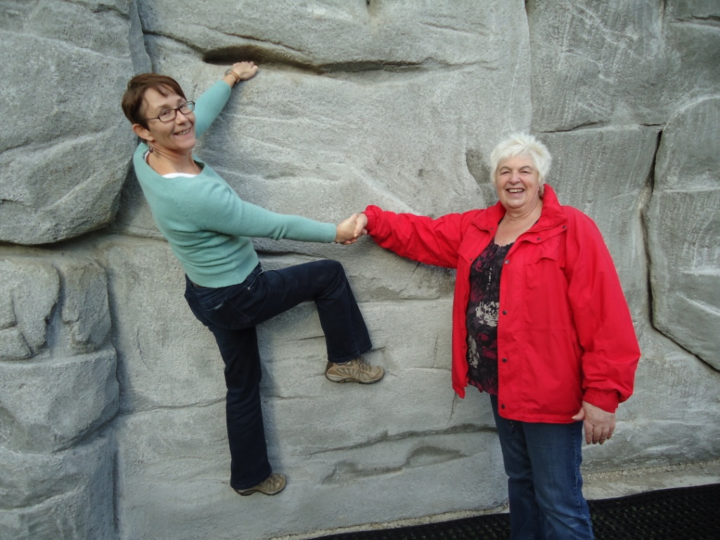 Hilary_and_Jane_on_boulder.jpg