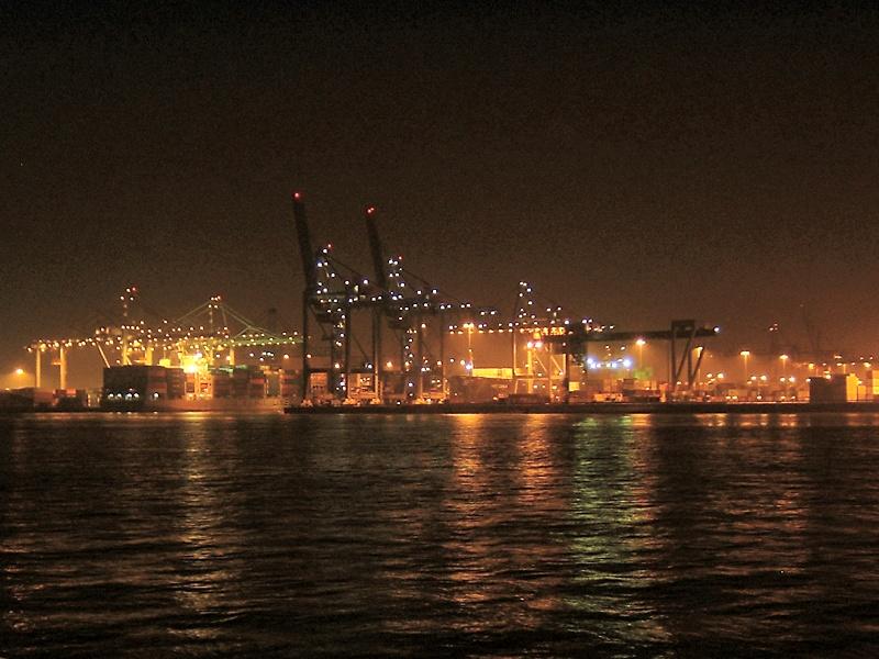 Rotterdam_Port_at_night.jpg