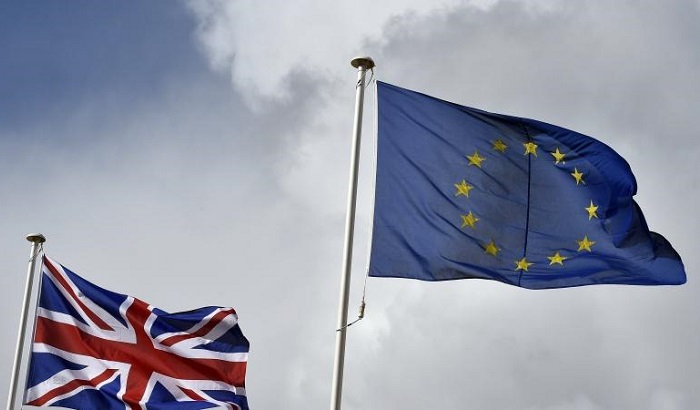 UK-EU-flags-grey-skies-700x410.jpg