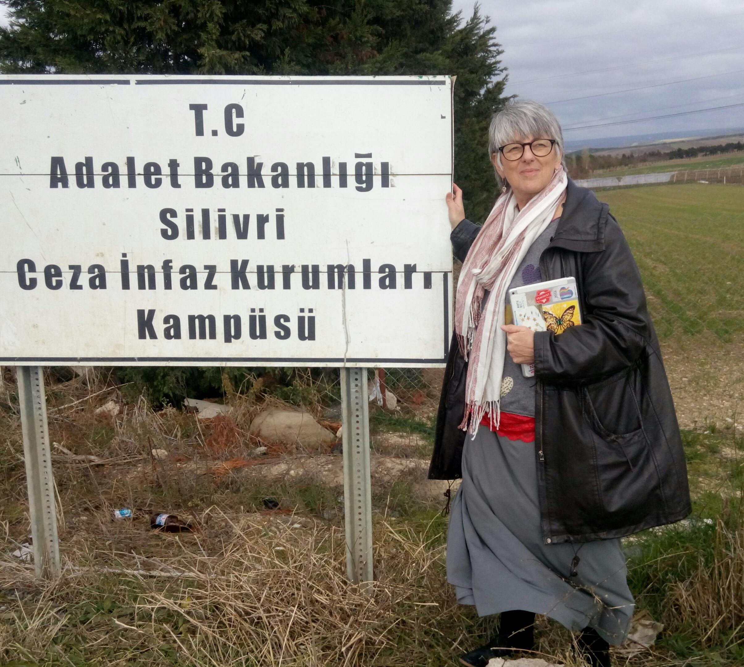 Julie_outside_Istanbul_prison.jpg