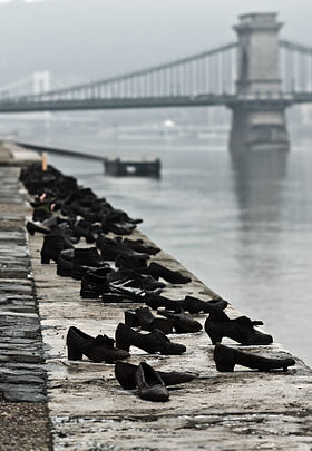 280px-Shoes_Danube_Promenade_IMGP1297.jpg