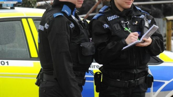 _99709018_hampshire_police_officers.jpg