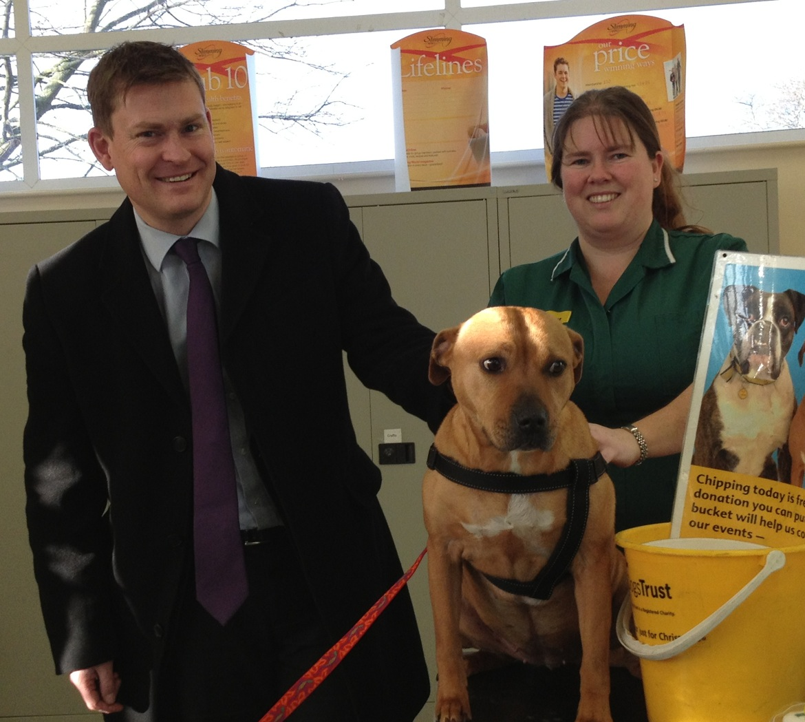 Justin_Madders_with_Dogs_Trust_Veterinary_Nurse_Laura_Lacey_at_the_event....jpg