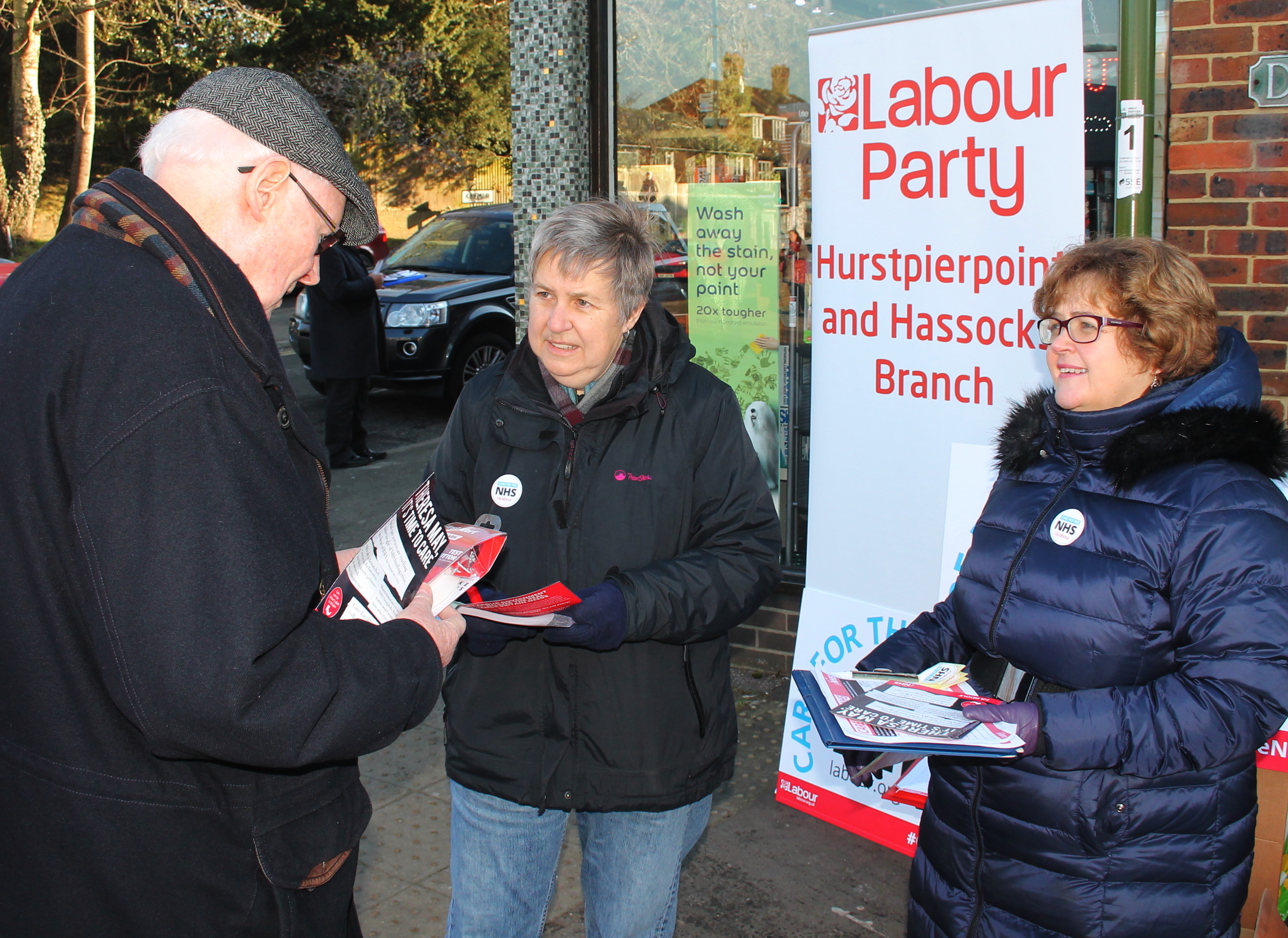 Signing_the_petition_in_Hassocks.jpg
