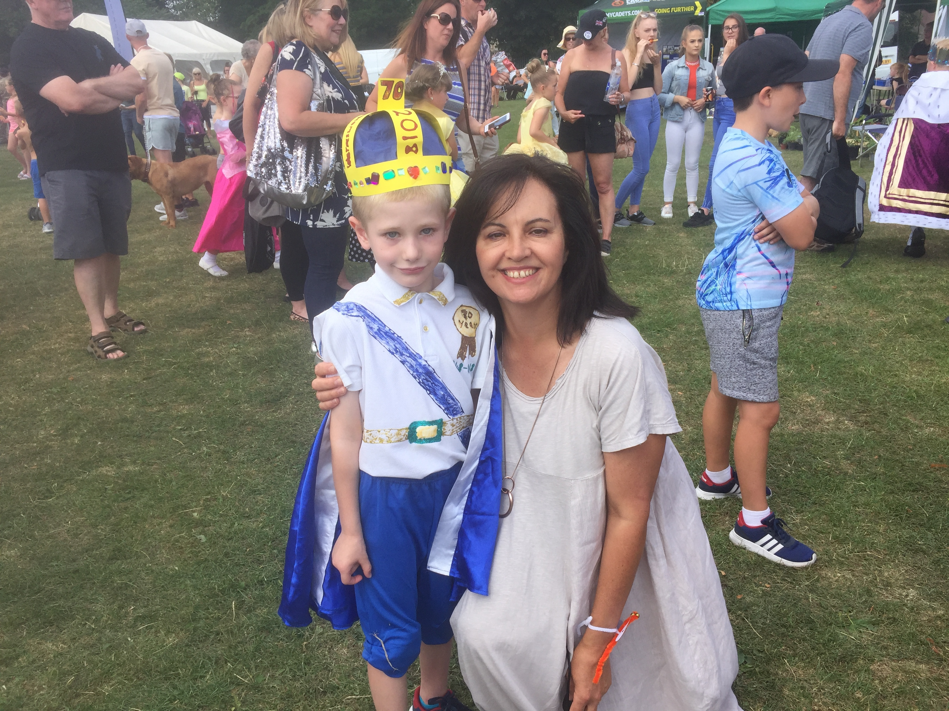 Caroline_Flint_with_KIng_Marcus_-_winner_of_the_fancy_dress140718.JPG
