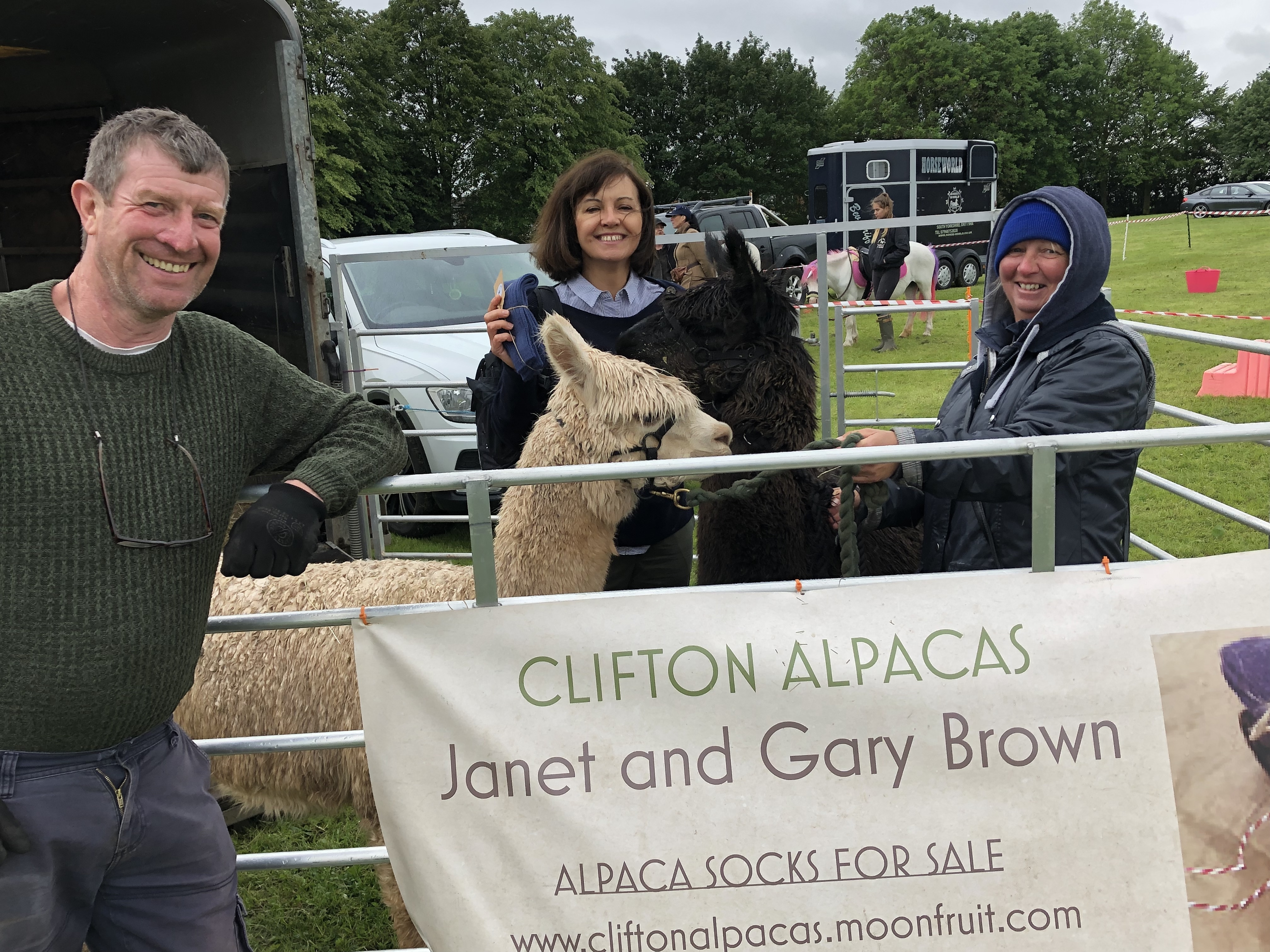 Caroline_Gary_and_Janet_-_clifton_alpacas.jpg