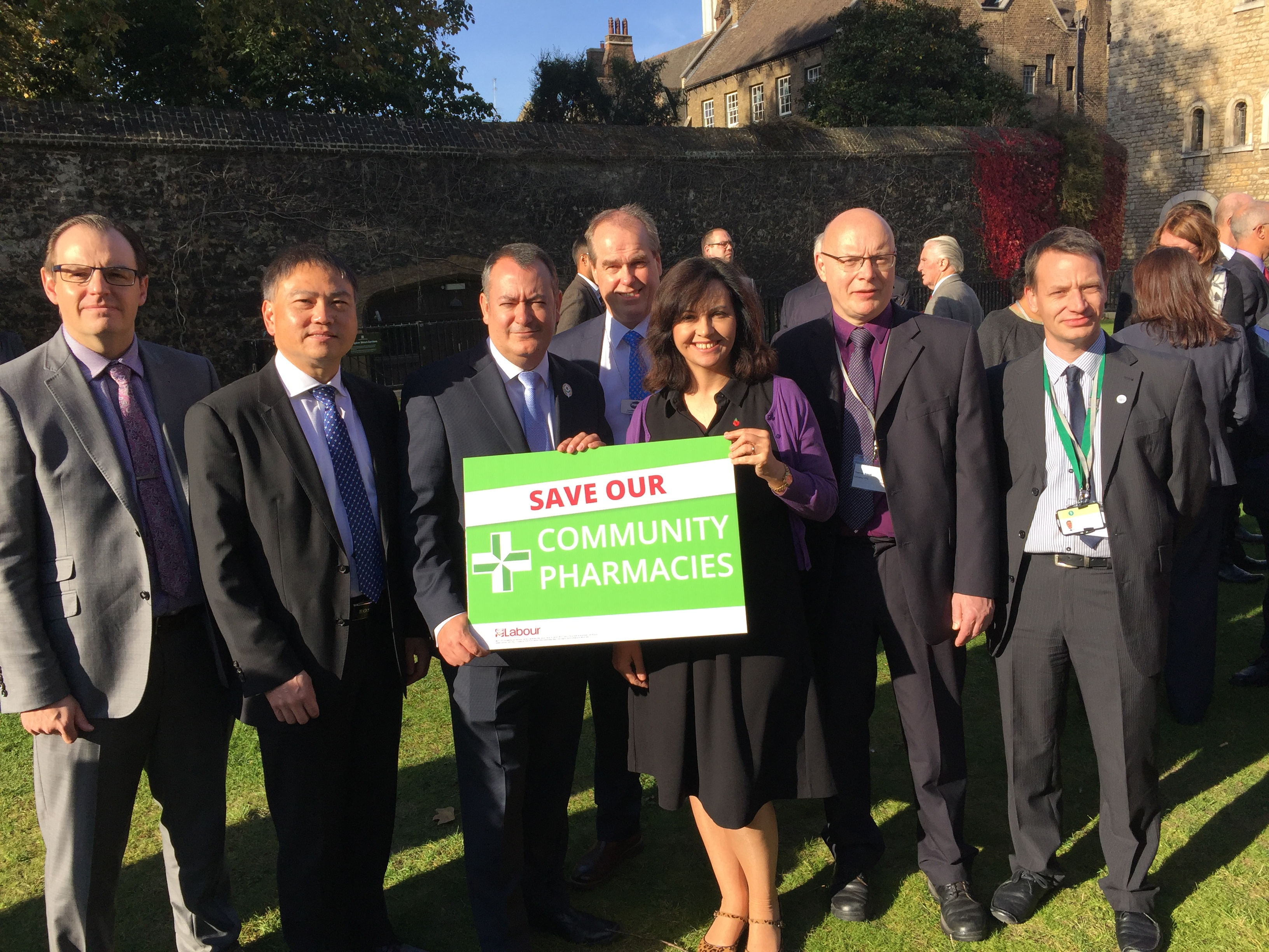 Caroline_and_Michael_Dugher_with_SY_pharmacists.JPG
