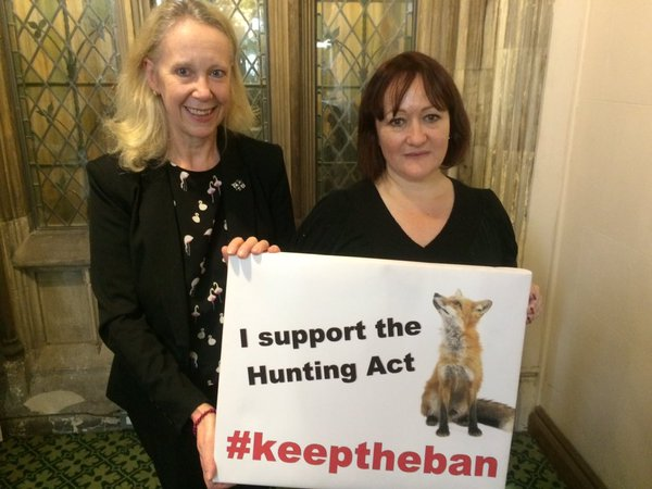 Liz_McInnes_MP_Keep_the_Hunting_Ban.jpg
