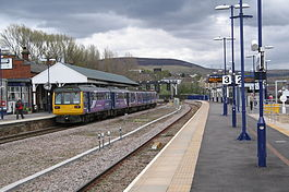 Stalybridge_railway_station_2013.JPG
