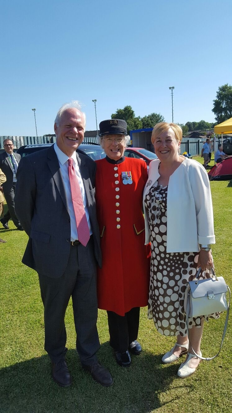 Chelsea_Pensioner_with_Nic..jpg
