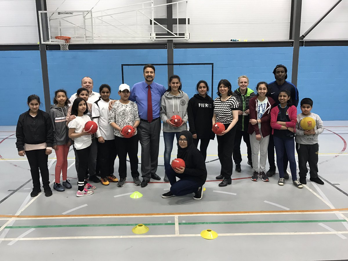 Seema_Malhotra_and_Basketball_in_Manchester_Gorton_with_Afzal_Khan.jpg