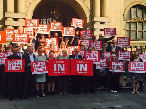 Labour_in_for_britain_outside_Town_Hall_3.jpg