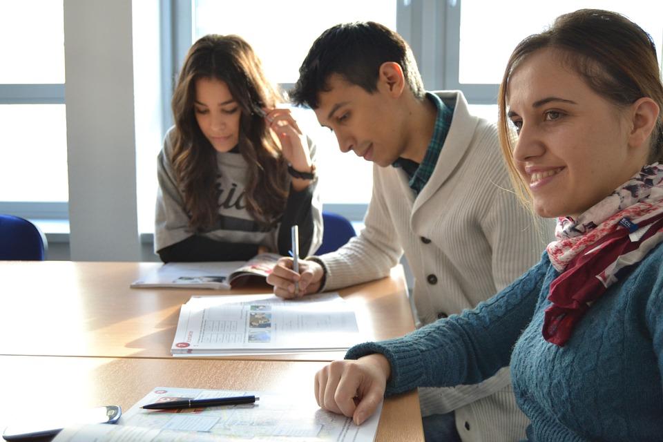 students-702090_960_720.jpg