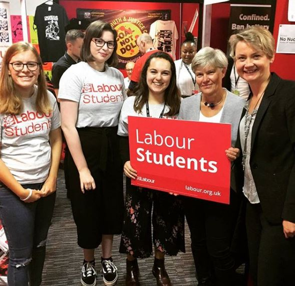 Yvette_cooper_and_labout_students.JPG