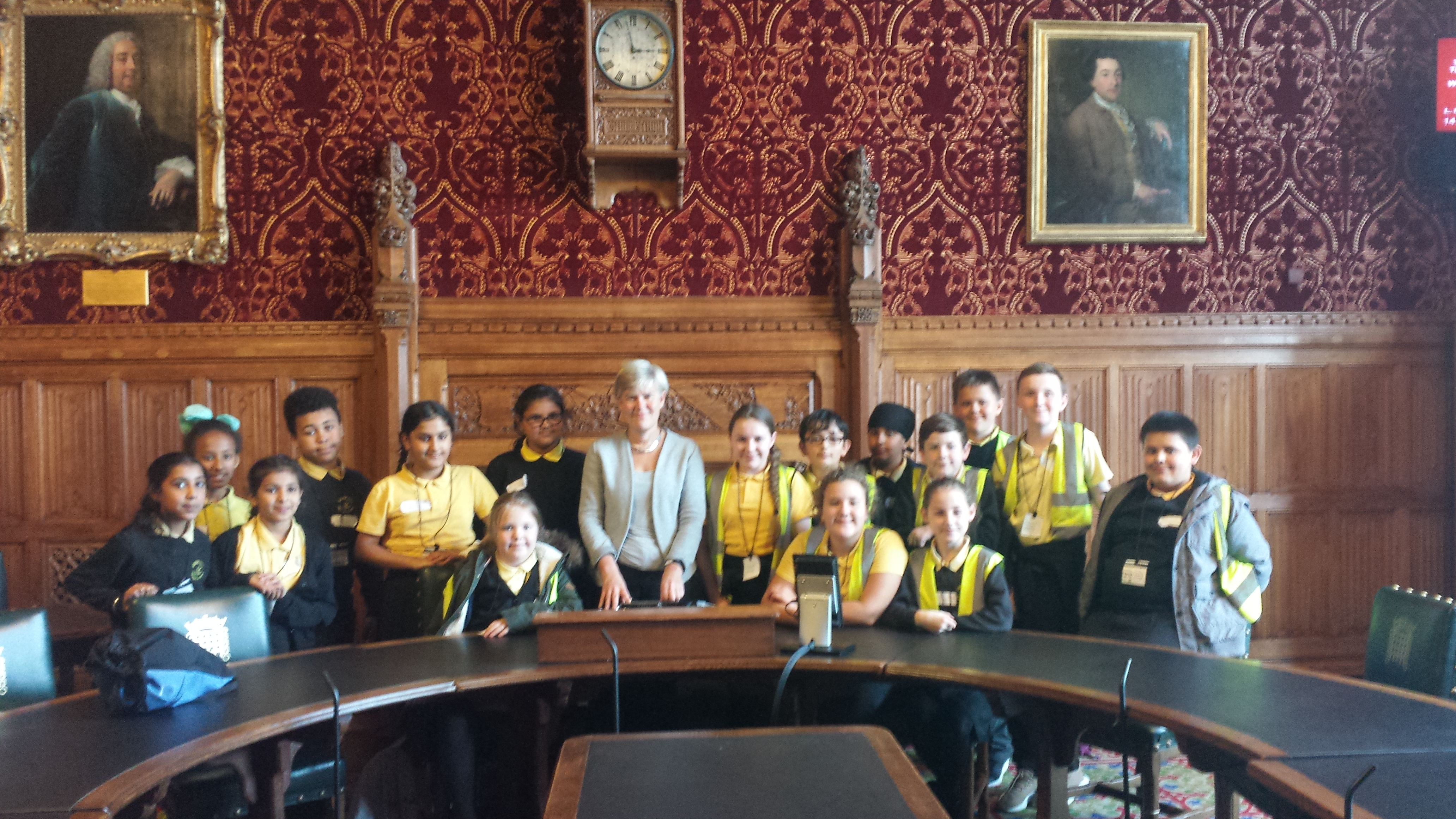 Gorse_hill_visit_to_parliament_october_2017_group_photo.jpg