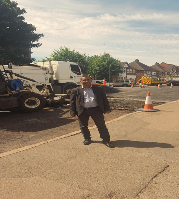 Cllr_Khan_on_Queensway.png