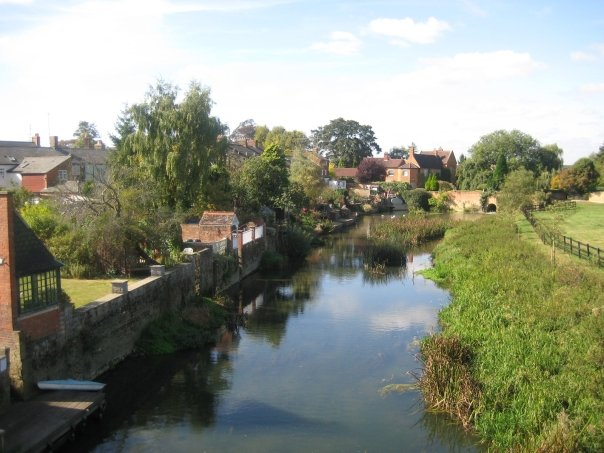 Newport_Pagnell_by_the_river.jpg