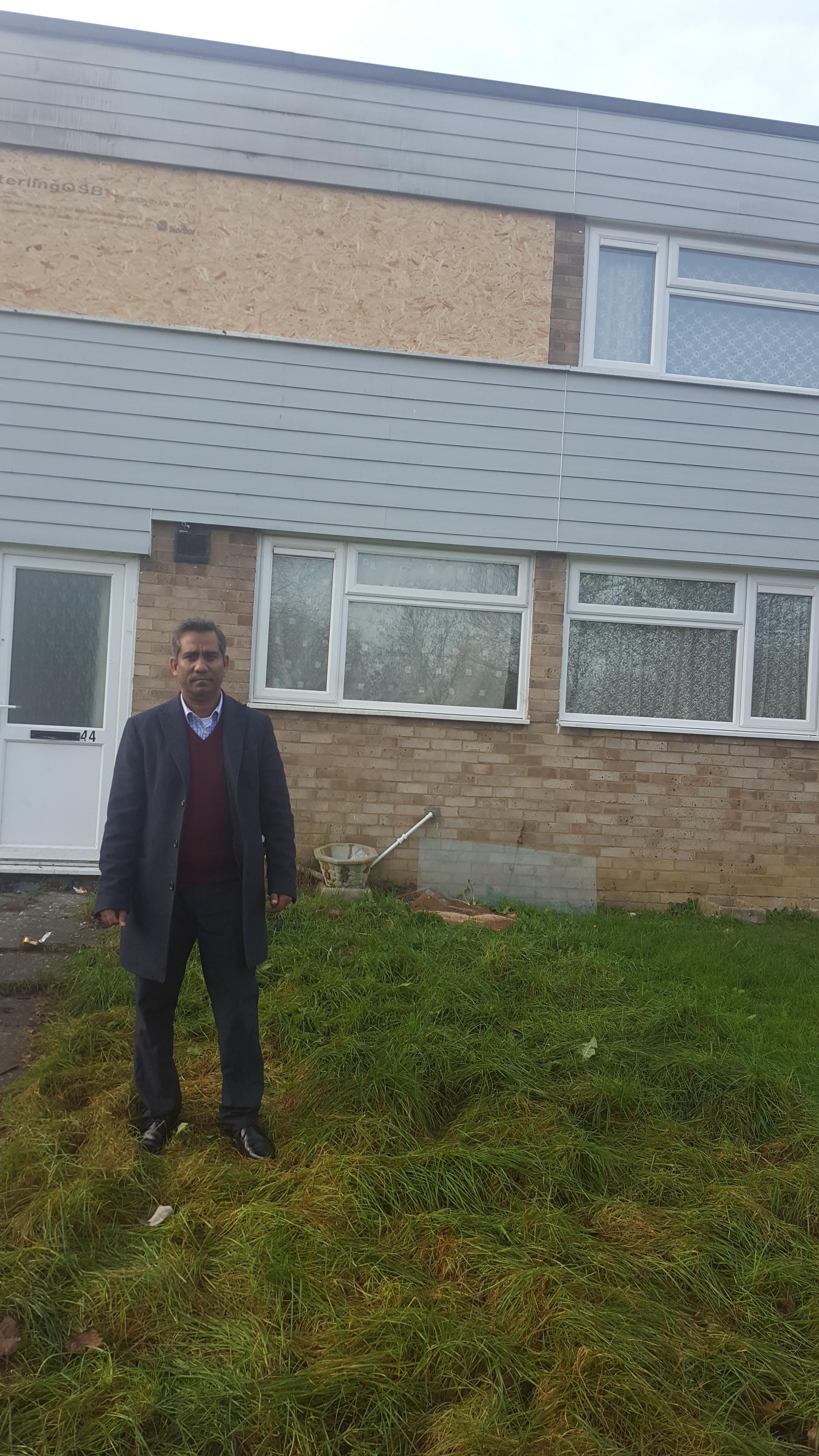 Cllr_Khan_visits_location_of_the_fire..jpg