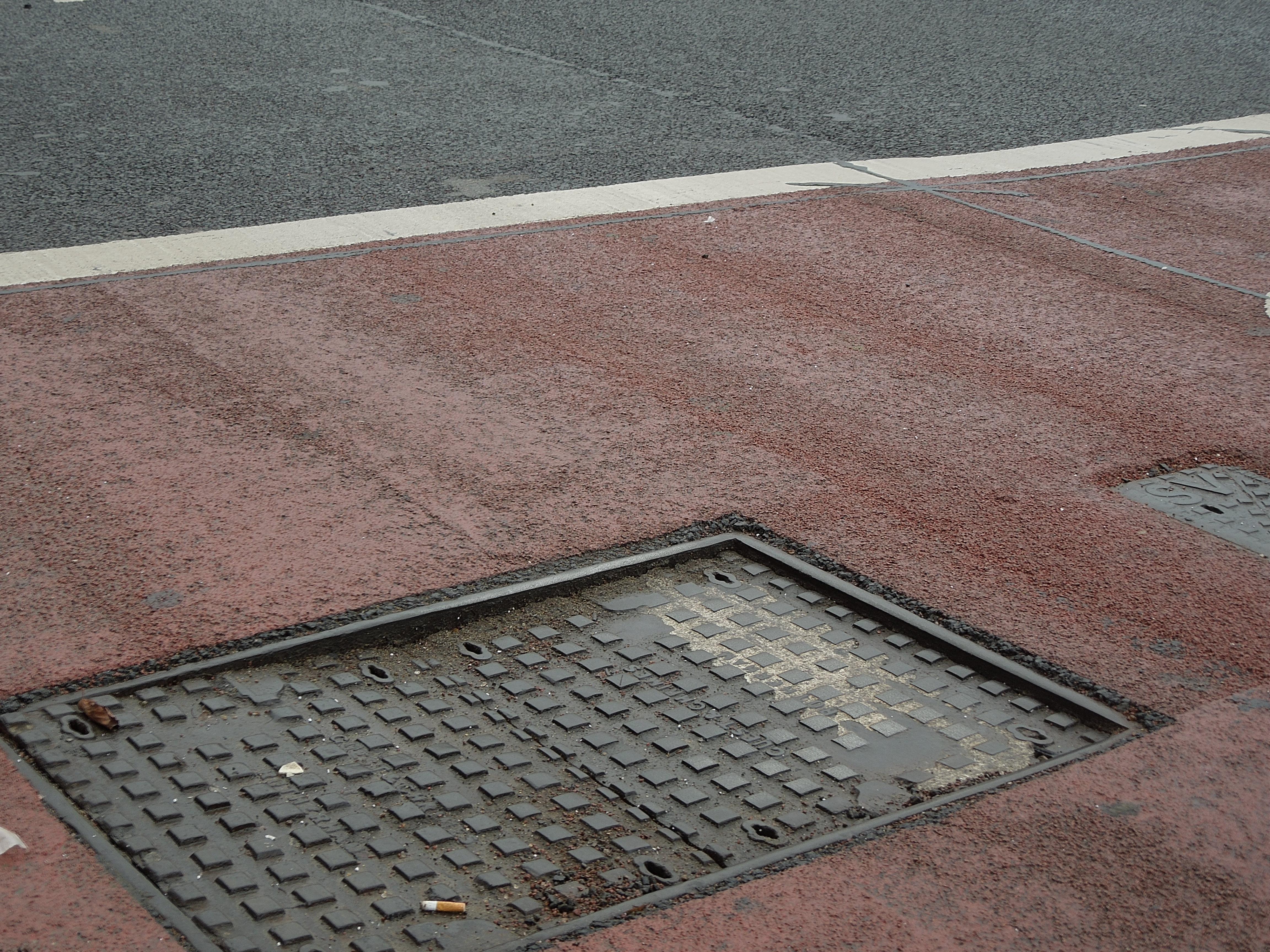Sunken manhole cover