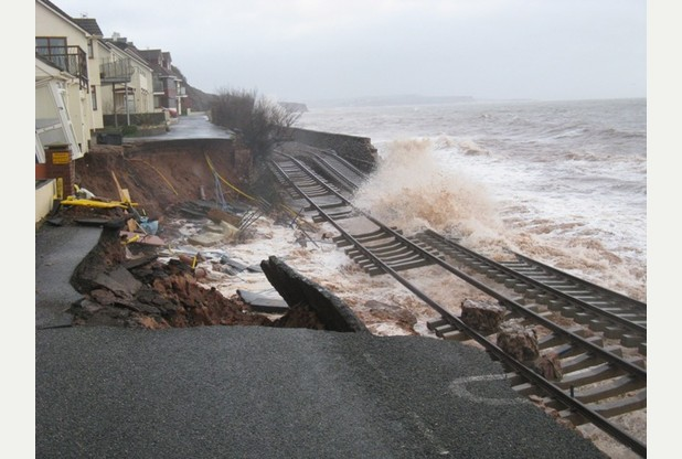 Dawlish train line close (image from plymouthherald.co.uk)