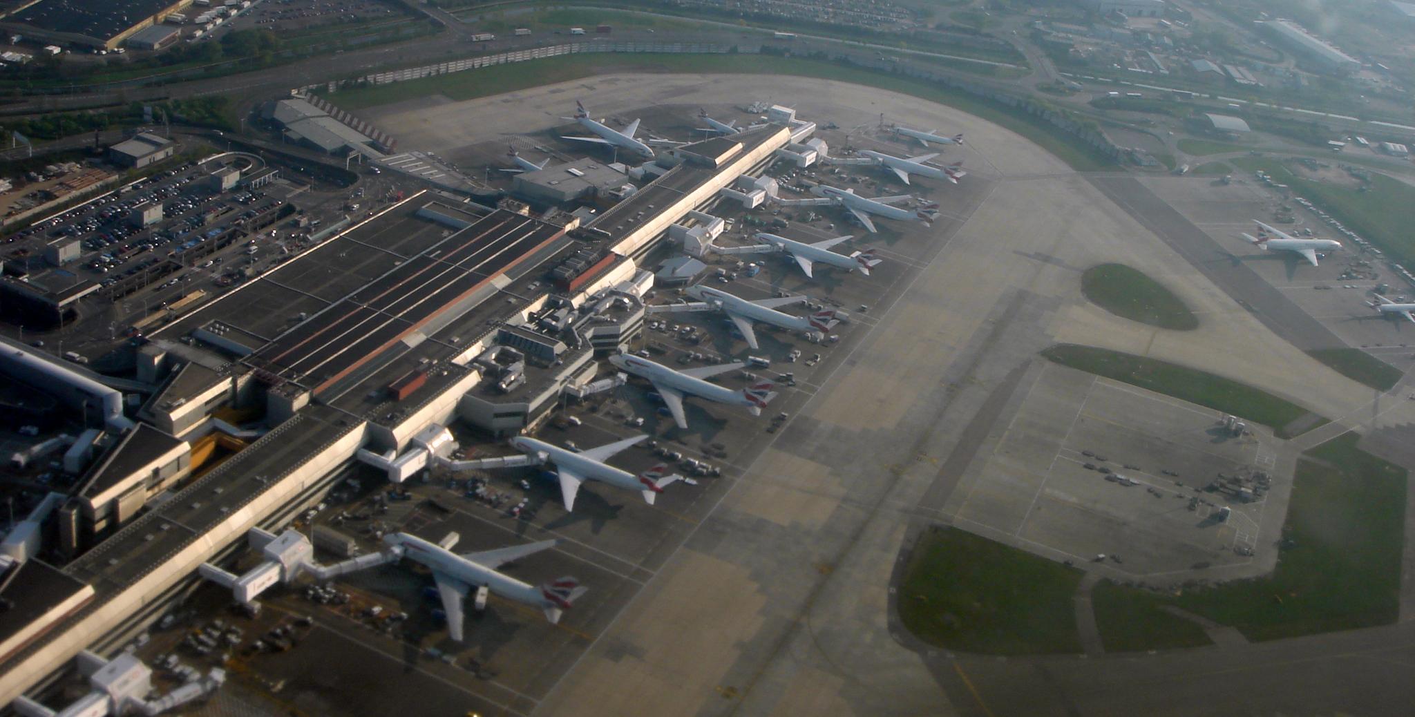 Heathrow_LON_04_07_77.JPG