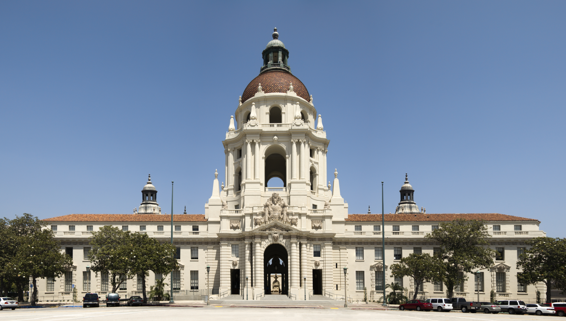 Pasadena_City_Hall_iStock_000003666405_Medium.jpg