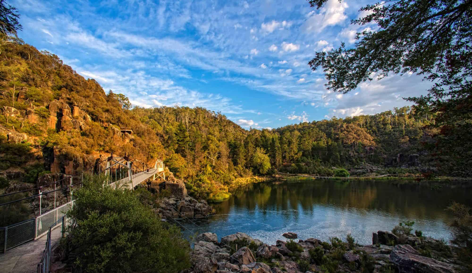 Cataract-Gorge-Tourism-Tasmania-and-Rob-Burnett-129340-2000x1158.jpg