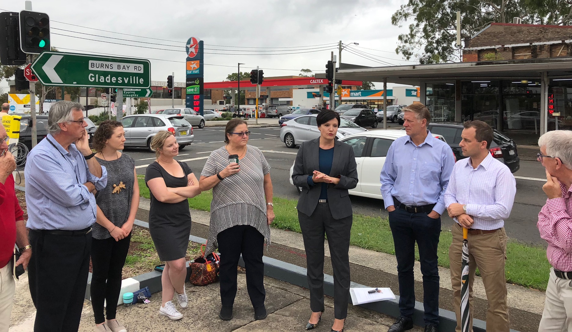 NSW Shadow Minister for Roads, Jodi McKay MP and Councillor Andrew Zbik meet with residents about traffic issues on Burns Bay Rd and Centennial Ave