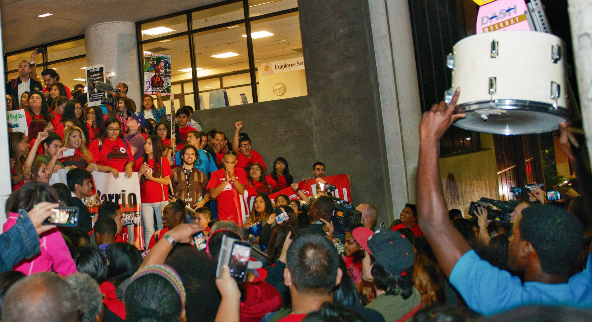 credit_Revo_Grafia_-_victory_-_after_vote_-_on_steps_-_with_drummer_-_ESNC.jpg