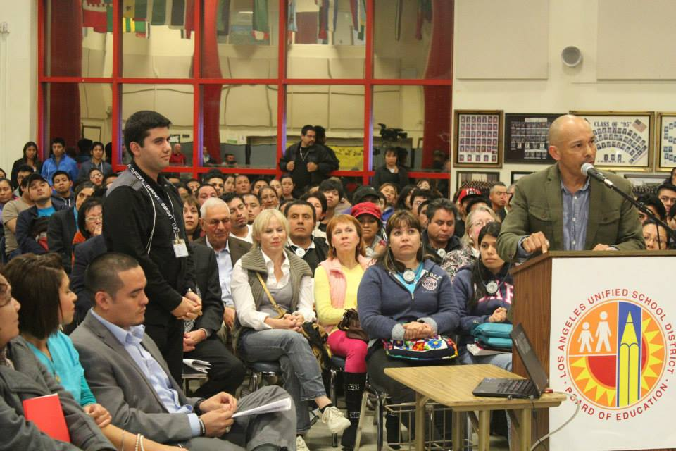Juan_Noguera_speaks_to_LAUSD_Board_at_Evans_11-18-13.jpg