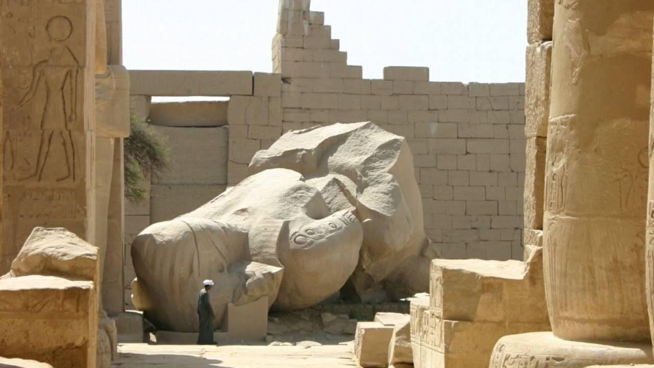 Temple of a million years of Rameses II, Luxor, Egypt. Ozymandias statue. Photo: Steve F-E-Cameron (Merlin-UK) / Wikimedia / Creative Commons Attribution-Share Alike 3.0