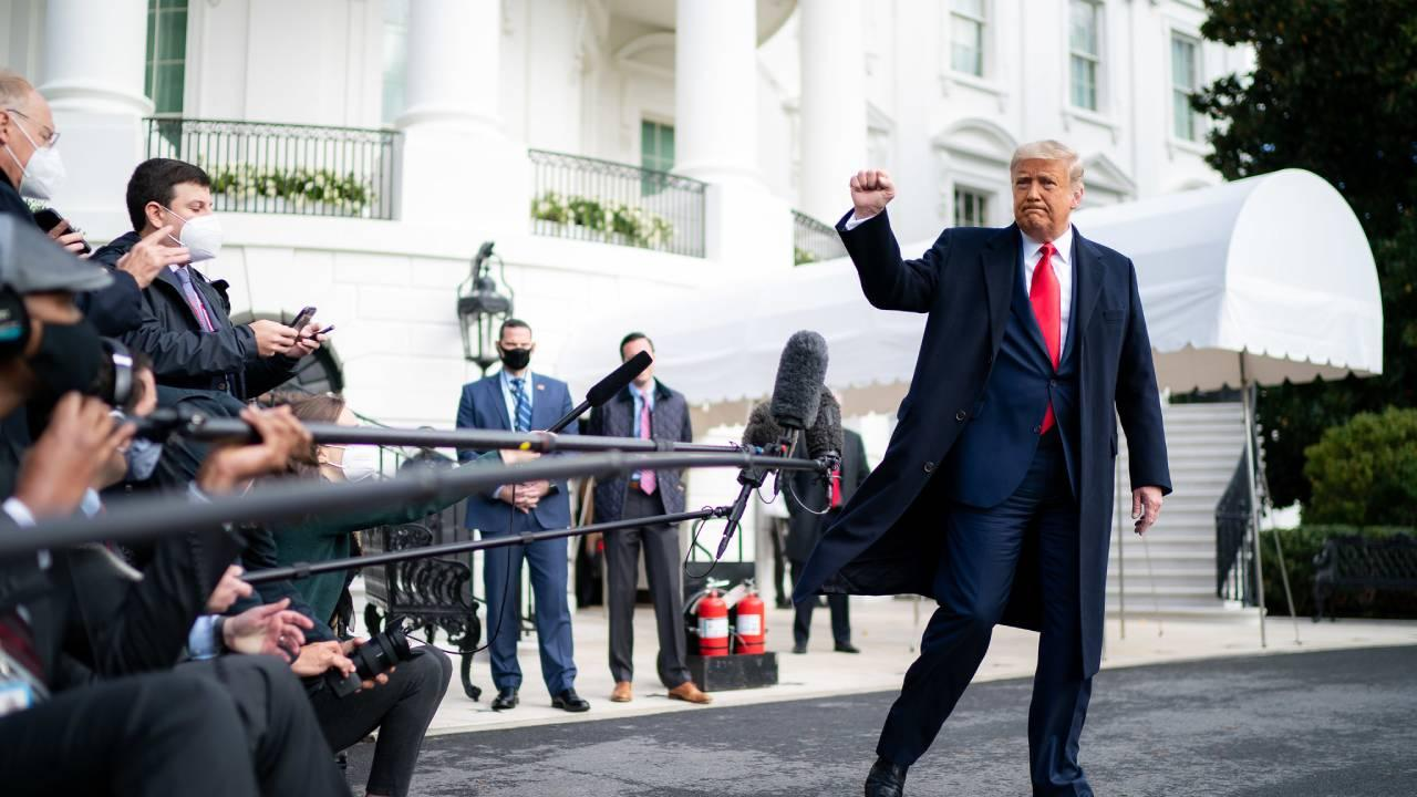 President Donald J. Trump gives a fist bump to the press Friday, Oct. 30, 2020, prior to boarding Marine One en route to Joint Base Andrews, Md. to begin his trip to Michigan, Wisconsin and Minnesota. (Official White House Photo by Tia Dufour)