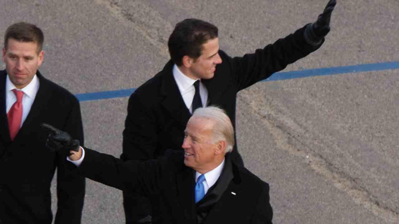Joe and Hunter Biden during the 2009 presidential inauguration of Obama. Washington, DC. January 20, 2009 (Ben Stanfield / Flickr / CC BY-SA 2.0 )