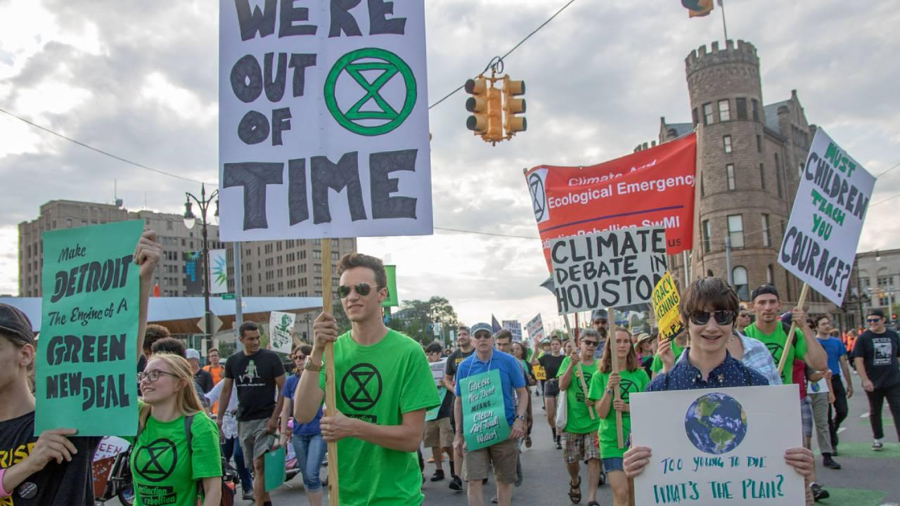 """Exstinksion Rebellion and """"Green New Deal"""" protest in the most deindustrialized section of the USA: Detroit, Michigan. July 31, 2019. Photo (Becker1999/Flickr/Creative Commons)"""