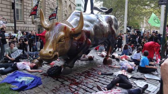 """XR (Extinction Rebellion) protesters stage a """"die-in"""" at the famous Bull Statue in Lower Manhattan, NYC. Oct. 7, 2019 Photo (Felton Davis / Flickr / Attribution 2.0 Generic - CC BY 2.0)"""