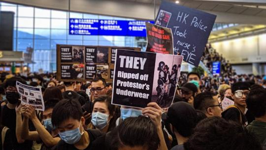 HK protesters mobbed the Hong Kong Airport and brought it to a standstill. August 12, 2019 (Photo: Studio Incendo/Flickr/CC BY 2.0)