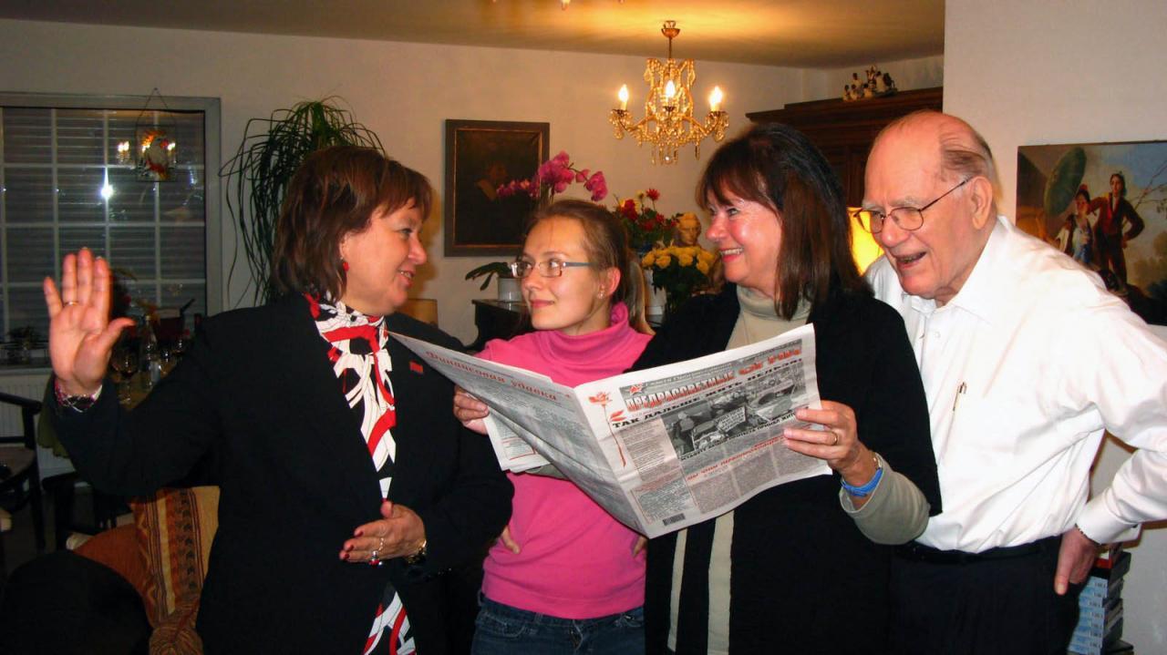 October 18, 2009, Wiesbaden, Germany - Natalia Vitrenko seminar with Lyndon and Helga Zepp-LaRouche, and LYM member Polina Kurtova, who translated Natalja's presentation. (EIRNS/Christopher Lewis)