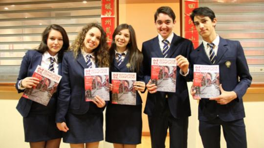 "Students of Convitto Nazionale ""Vittorio Emanuele II"" di Roma holding the magazine Instituto Confucio. 2019 (Photo via hanban.org)"