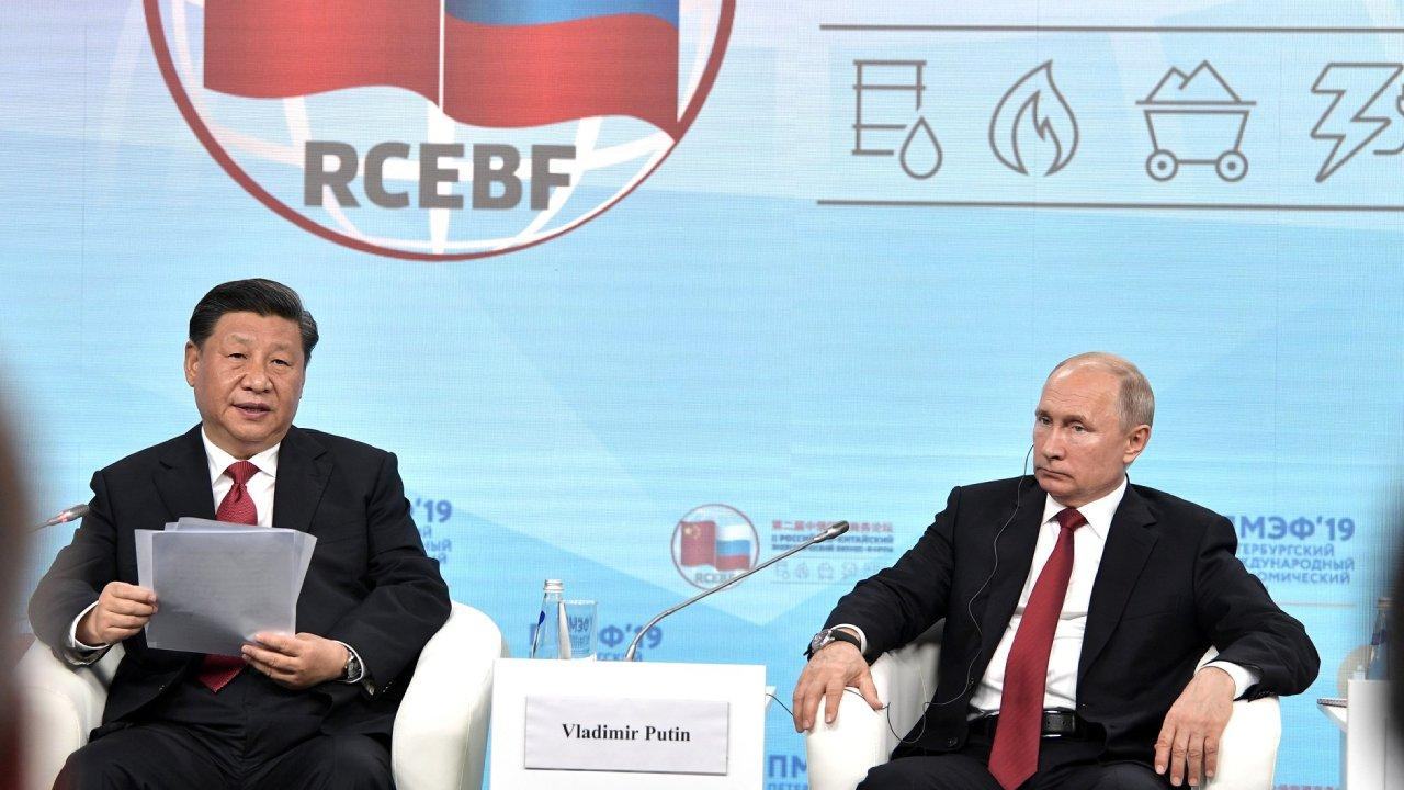 Russian President Putin with President of China Xi Jinping at a meeting with participants of Second Russian-Chinese Energy Business Forum. St. Petersburg, June 7, 2019 (en.kremlin.ru)