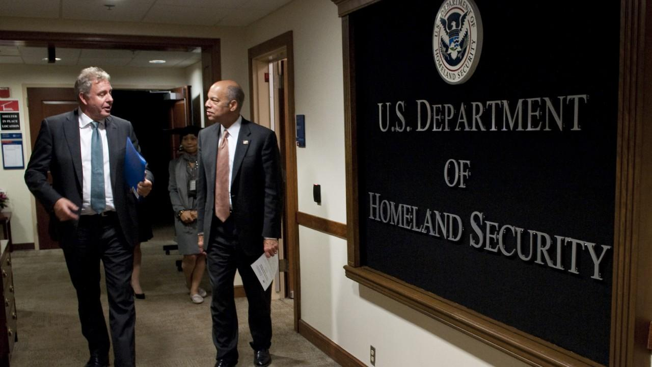 Former Secretary of Homeland Security under Obama, Jeh Johnson, hosts a meeting with Sir Kim Darroch, British Ambassador to the U.S. in Washington, D.C., May 4, 2016. Official DHS photo by Barry Bahler.