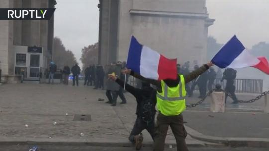 A standoff at the Arc de Triomphe led some to draw parallels between the Yellow Vest protests and France's revolutionary past. [Ruptly / Screengrab]