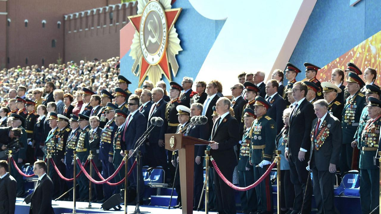 Russian President Putin at the military parade marking the 73rd anniversary of Victory in the 1941–45 Great Patriotic War. A minute of silence. May 9, 2018 (en.kremlin.ru)